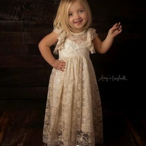 Short sleeved Lace dress with small open back